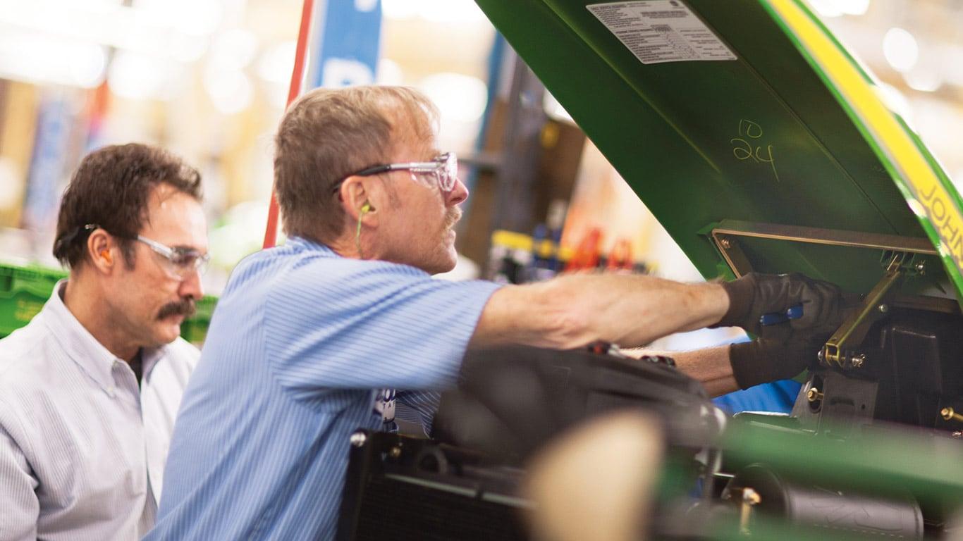 Stabilimenti di Augusta, trattori compatti, dipendenti